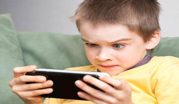 تعرّف على الآثار التي تحتملها التكنولوجيا على أطفالك